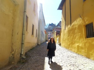 elisa-sighisoara-yellow-street